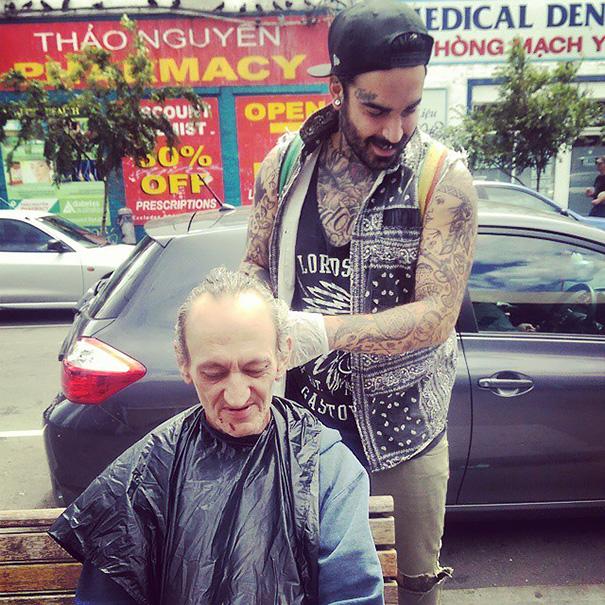 homeless-haircuts-drug-addiction-street-barber-nasir-sobhani-17