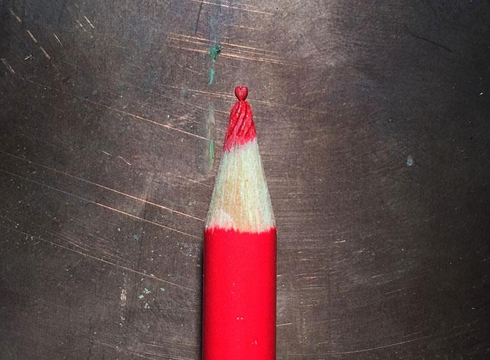 little-carved-sculptures-pencil-tip-tom-lynall