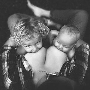 Stunning Photos Of Moms Breastfeeding Outside Show Nursing In Public Is OK