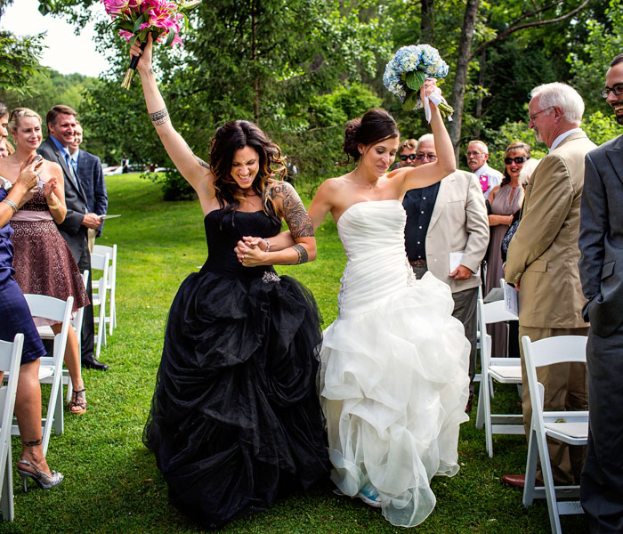 15+ Beautiful Same Sex Wedding Photos Show That Love Knows No Boundaries