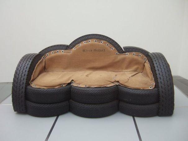 Sofá hecho con neumáticos