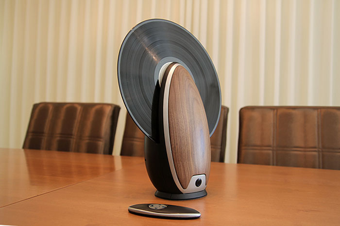 vertical-vinyl-record-player-toc-roy-harpaz-2