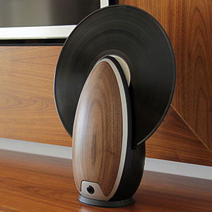 Vertical Record Player Gives Modern Functions to Retro Device