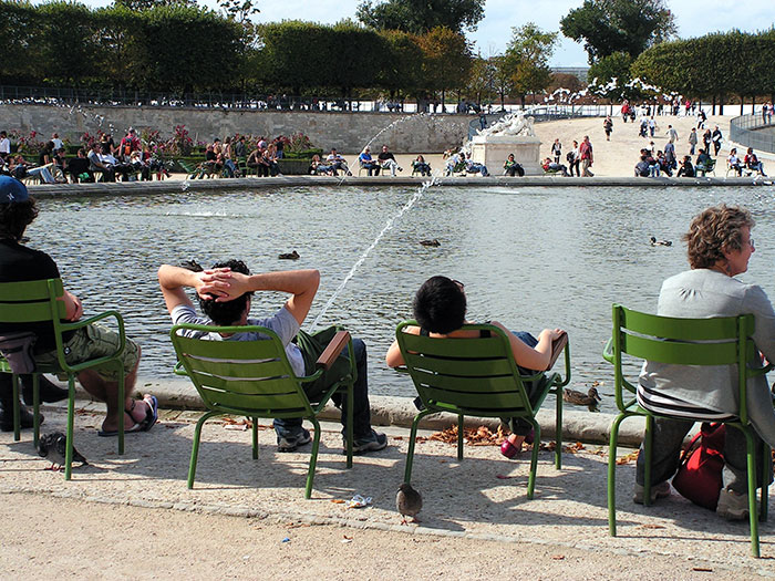 The Right Moment At Tuileries Garden In Paris