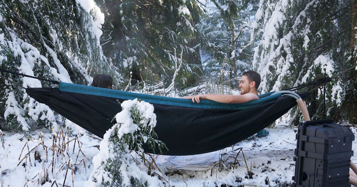 This Hot Tub Hammock Just Might Be The Most Relaxing Thing Ever | Bored  Panda