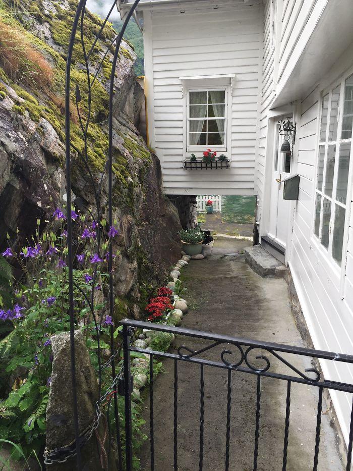 Cottage Entry In Flom