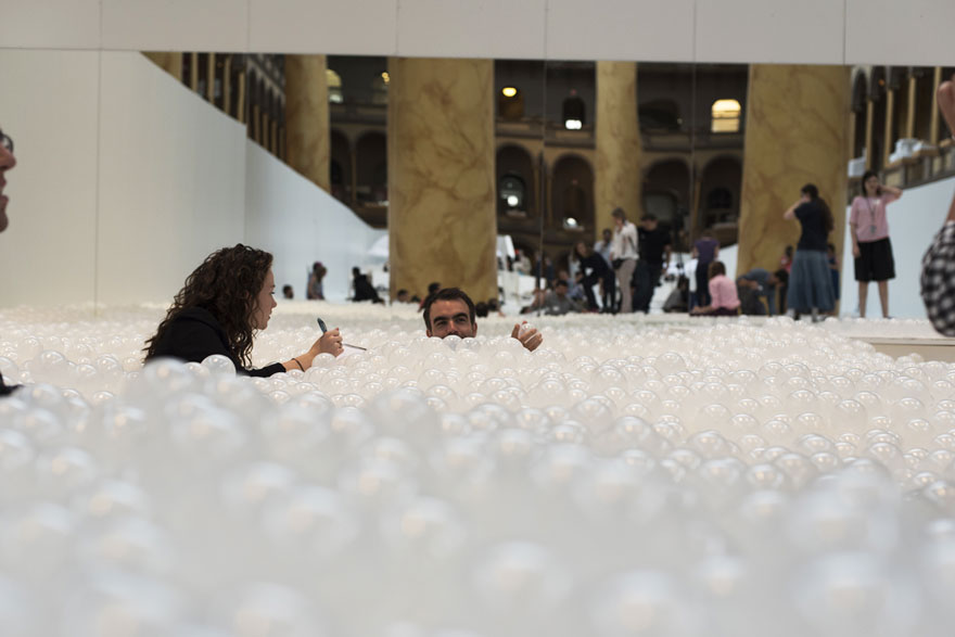 indoor-ball-pit-bubble-ocean-the-beach-snarkitecture-national-building-museum-5