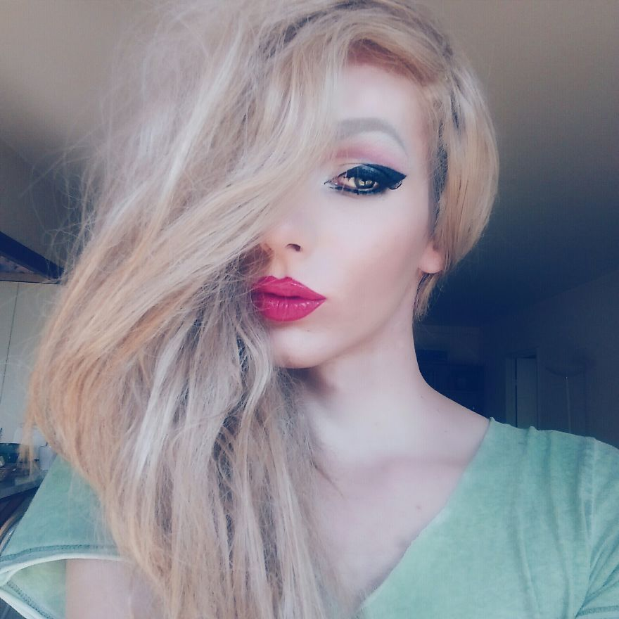 I Transformed Myself Into A Girl With The Power Of Makeup