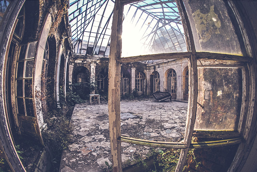 I Capture The Beauty Of Abandoned Places Before Nature Reclaims - Photographer captures abandoned worlds time forgot