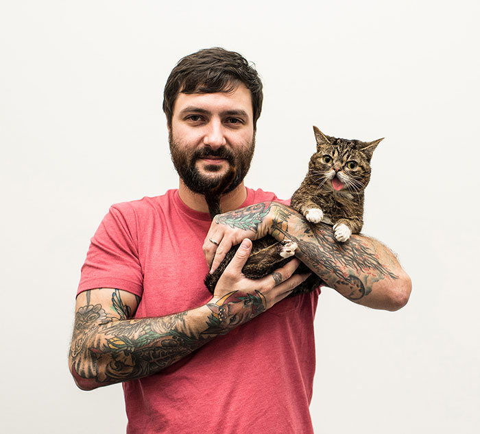 We Travel Around The U.s. Photographing Celebrity Cats And Their Caretakers
