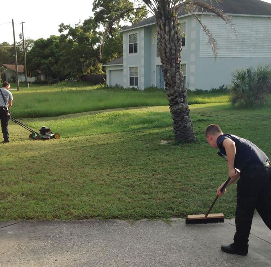 firefighters-save-man-finish-mowing-lawn-3