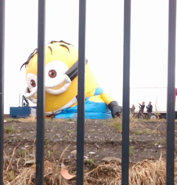 inflatable-minion-despicable-me-loose-traffic-ireland-1
