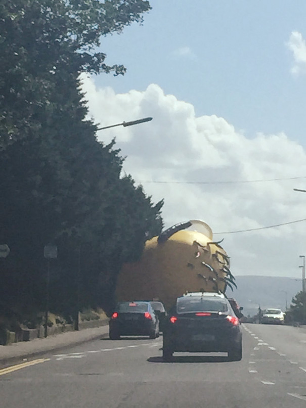 inflatable-minion-despicable-me-loose-traffic-ireland-4