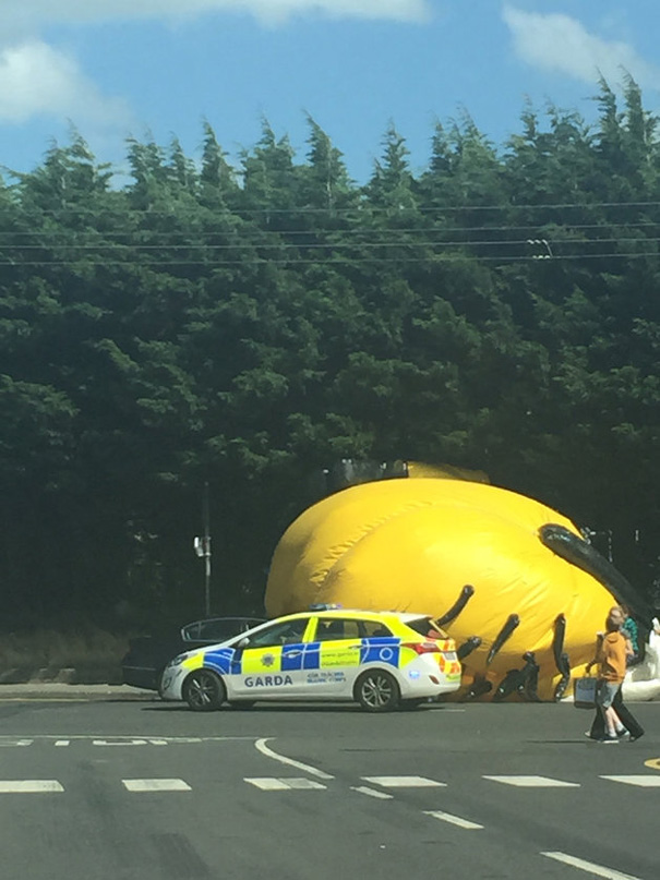 inflatable-minion-despicable-me-loose-traffic-ireland-6