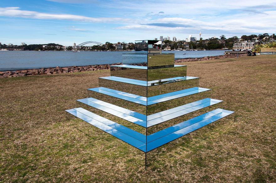 mirrored-sculpture-ziggurat-shirin-abedinirad-1