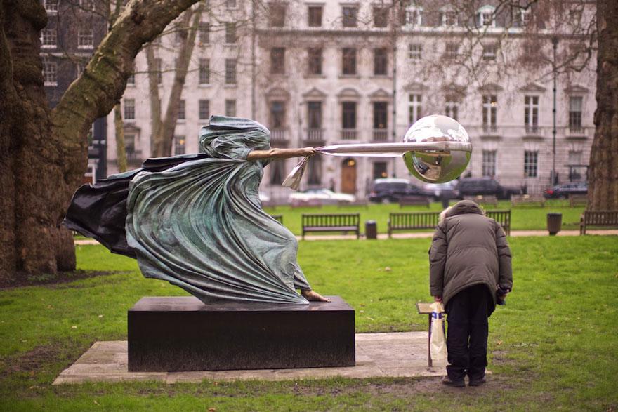 madre-naturaleza-fuerza-escultura-lorenzo-quinn-15