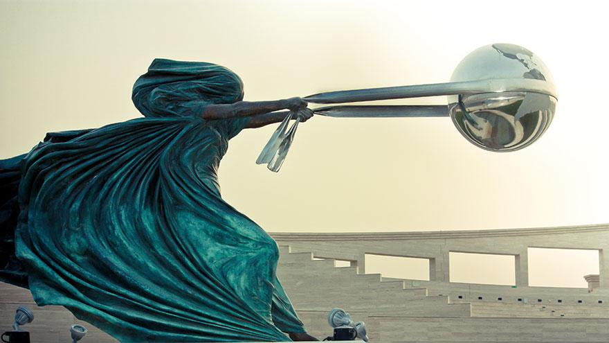 mother-nature-force-sculpture-lorenzo-quinn-8