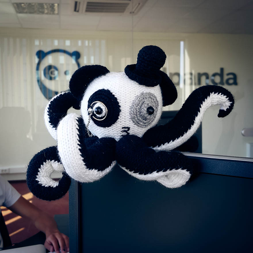 office-present-pandapuss-pomegranate-wolf-4
