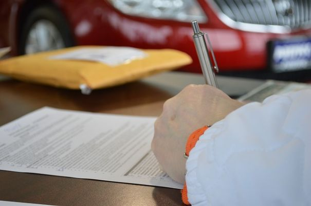 About 90 percent of people are right-handed. The other 10 percent of people either write with their left hand or use both hands, although the amount of ambidextrous people that can truly write with both hands is estimated at around 1 percent.