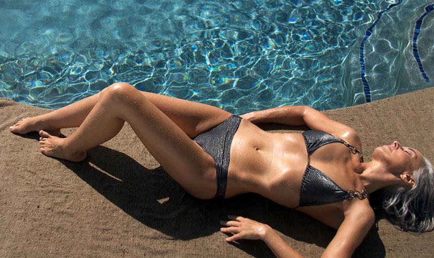 59-years-old-grandma-fashion-model-yasmina-rossi-15__880 Una chica de 59 años sigue siendo modelo