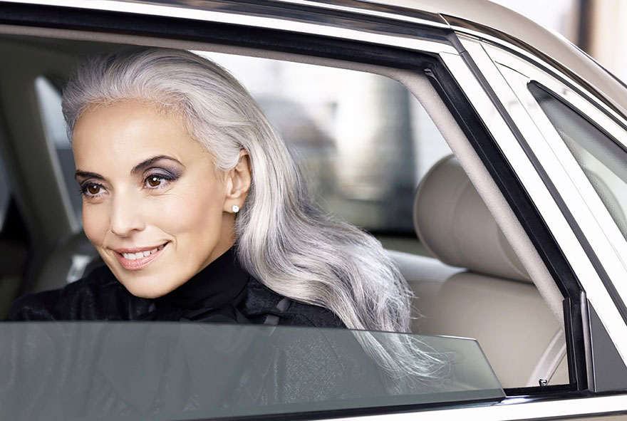 59-years-old-grandma-fashion-model-yasmina-rossi-7__880 Una chica de 59 años sigue siendo modelo
