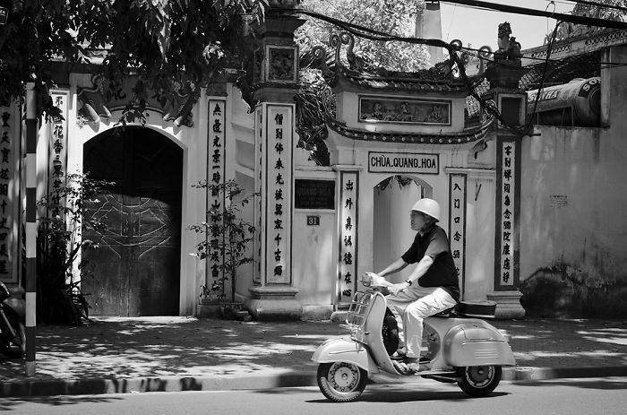 Black And White Ha Noi.