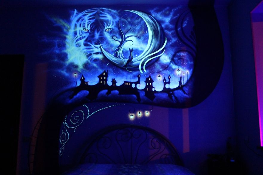 When the lights go out my bedroom becomes a fairytale for Black light mural