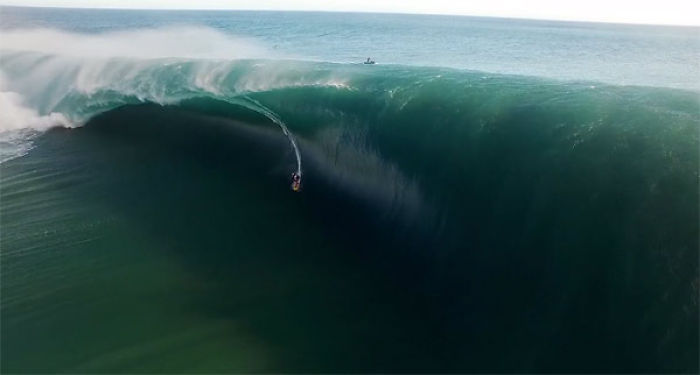Jaw-dropping Drone's Eye View Of Surfing In Teahupo'o
