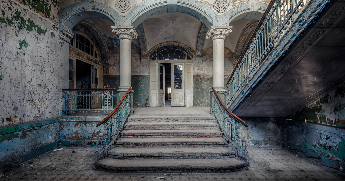 i search for abandoned buildings all around europe and photograph
