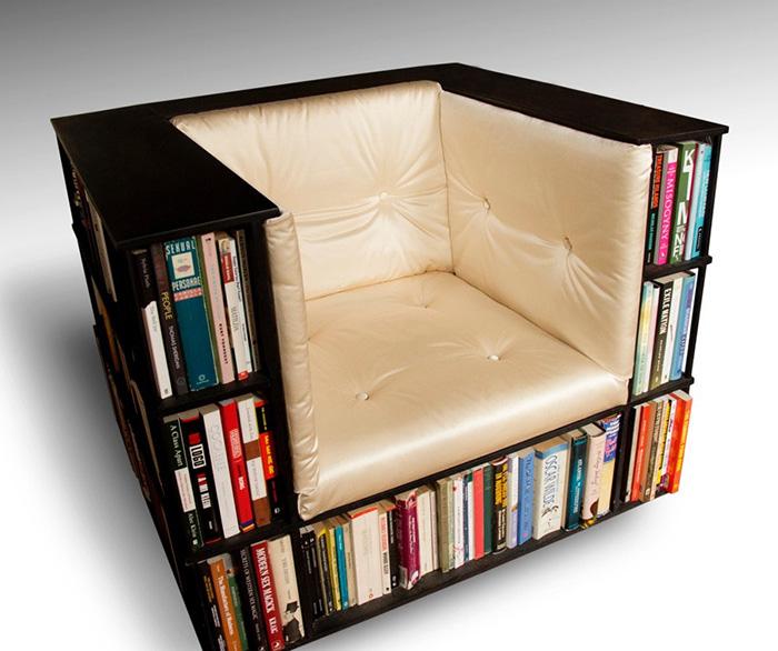 2. Giá sách hình chiếc ghế