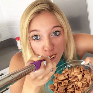 This Selfie Spoon Lets You Take Photos While Eating
