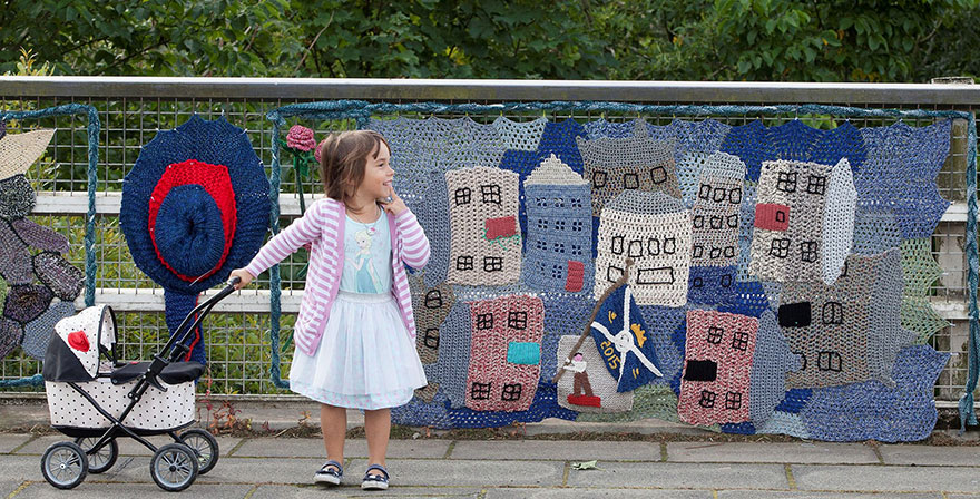grandmother-yarn-bomb-uk-souter-stormers-knitting-104-year-old-grace-brett-2