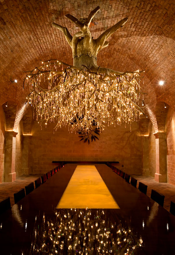 grape-vine-chandelier-chilean-red-kathryn-hall-vineyards-donald-lipski-2