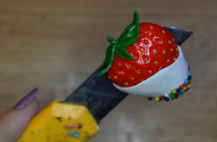 How To Make Realistic Strawberry From Polymer Clay (video)