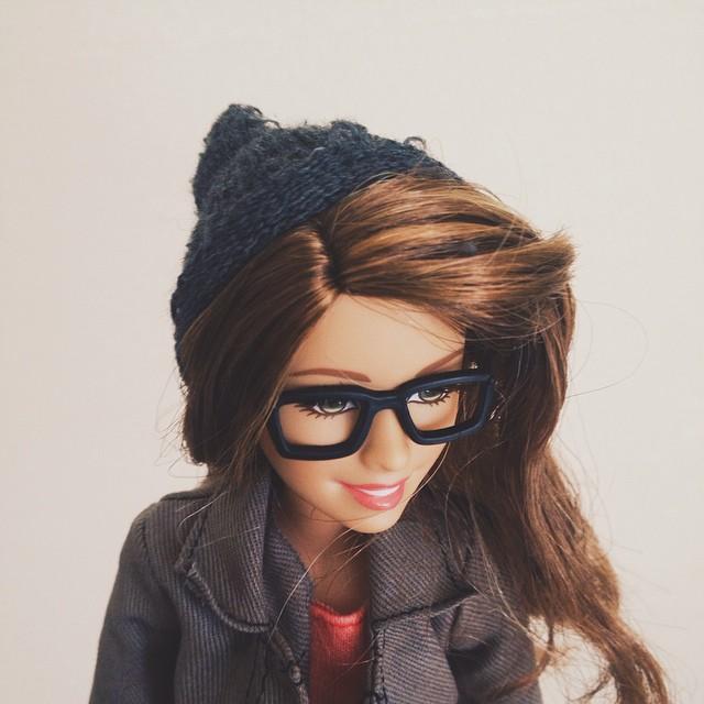 o papusa barbie parodiaza conturile de Instagram 3