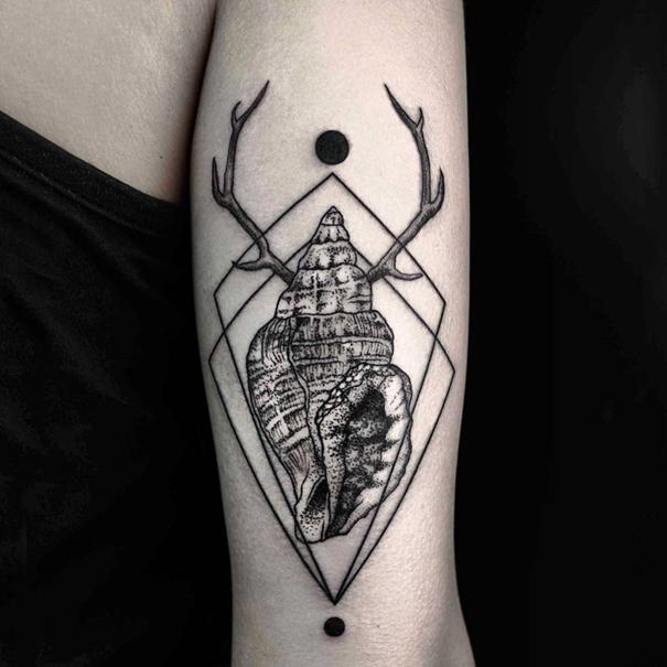 minimalist-geometric-tattoos-line-dot-okan-uckun-2