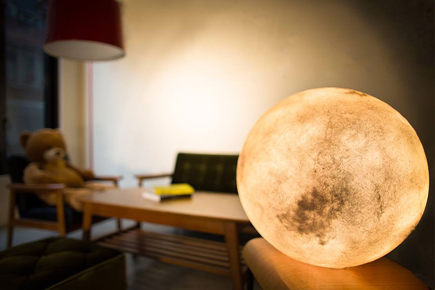luna lamp brings the moon into your room bored panda. Black Bedroom Furniture Sets. Home Design Ideas