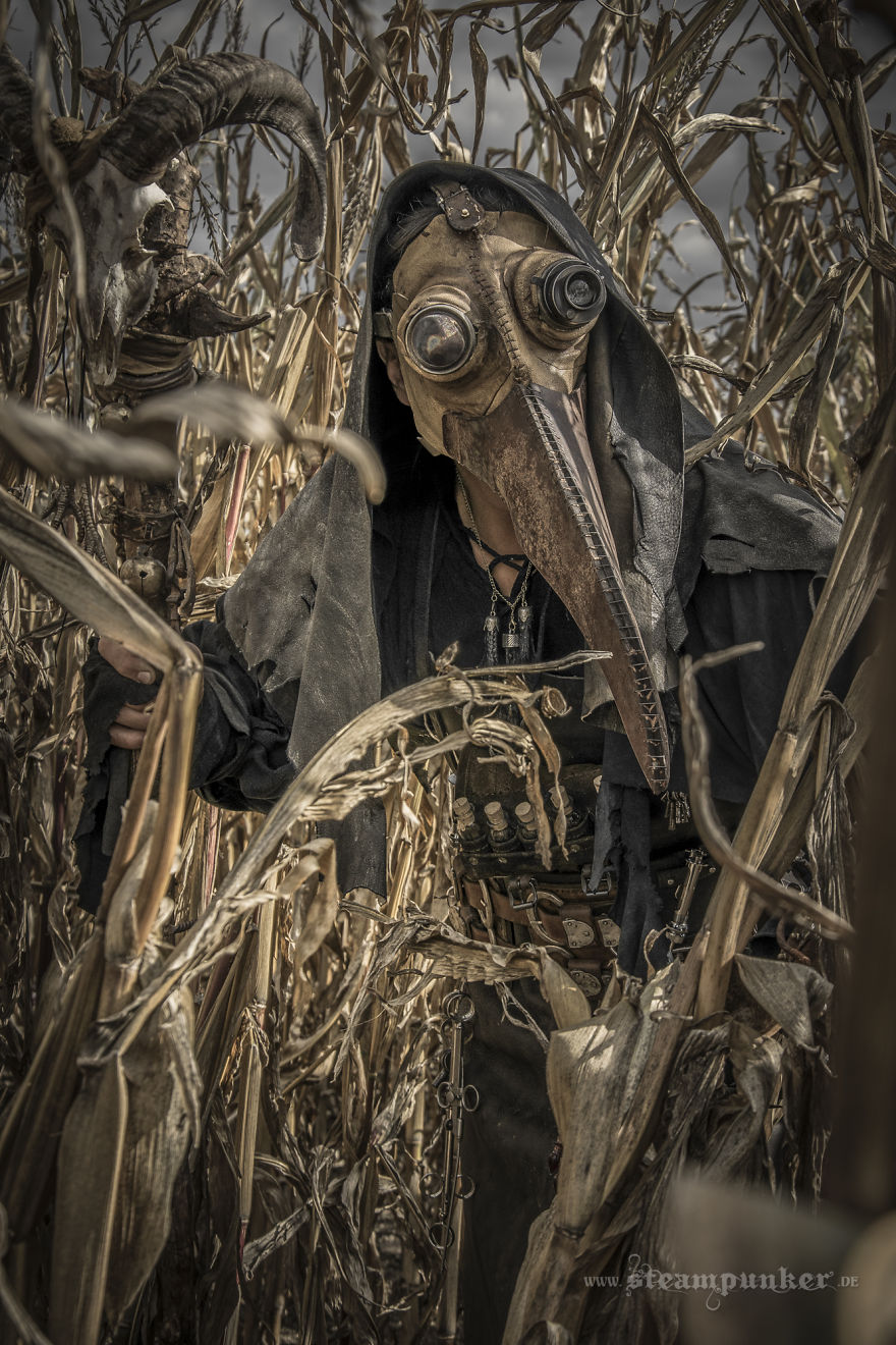how to make a plague doctor costume