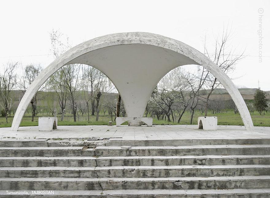 strange-beautiful-bus-stops-soviet--christopher-herwig-11