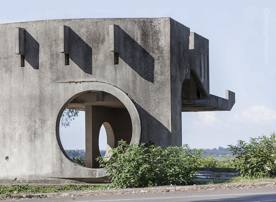 strange-beautiful-bus-stops-soviet--christopher-herwig-27