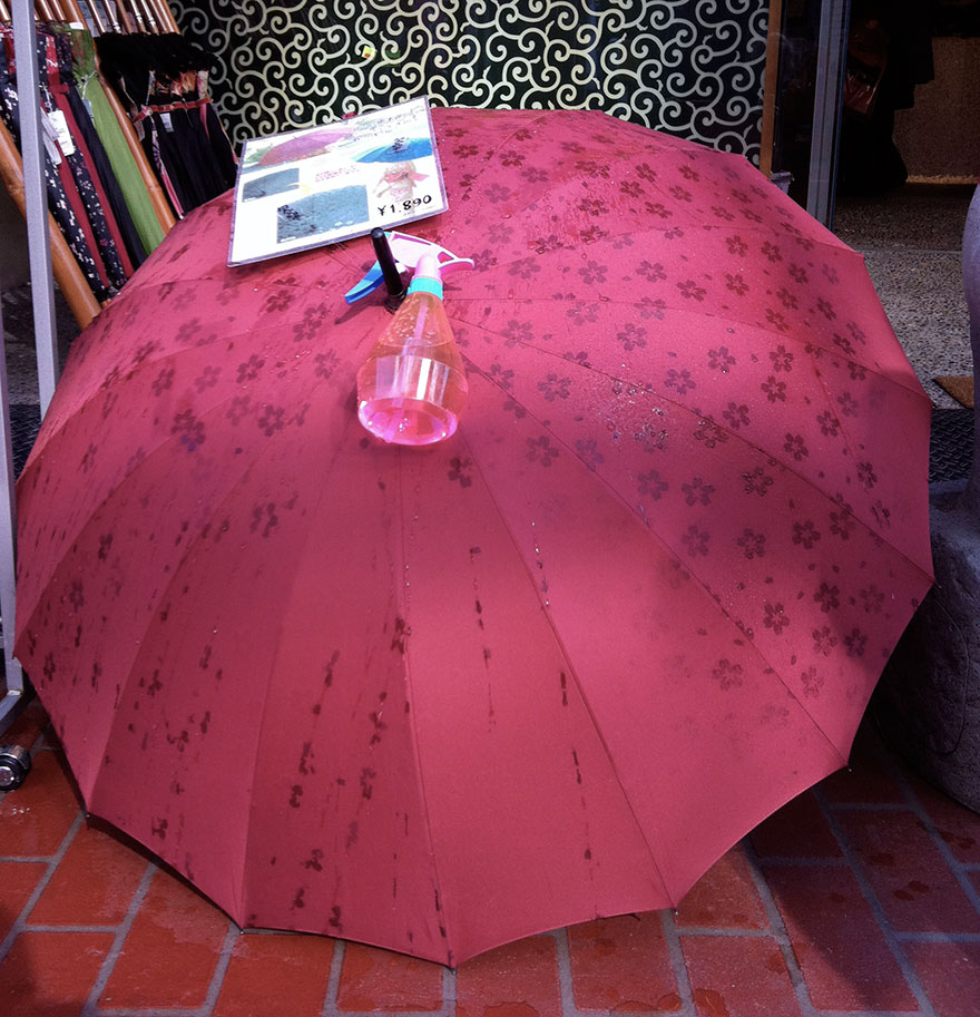 umbrella-reveals-pattern-wet-japan-10