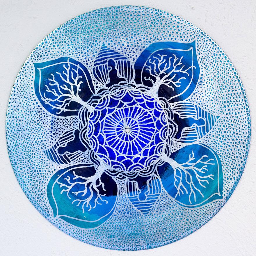 vinyl-record-mandalas-hand-painted-sara-roizen-1