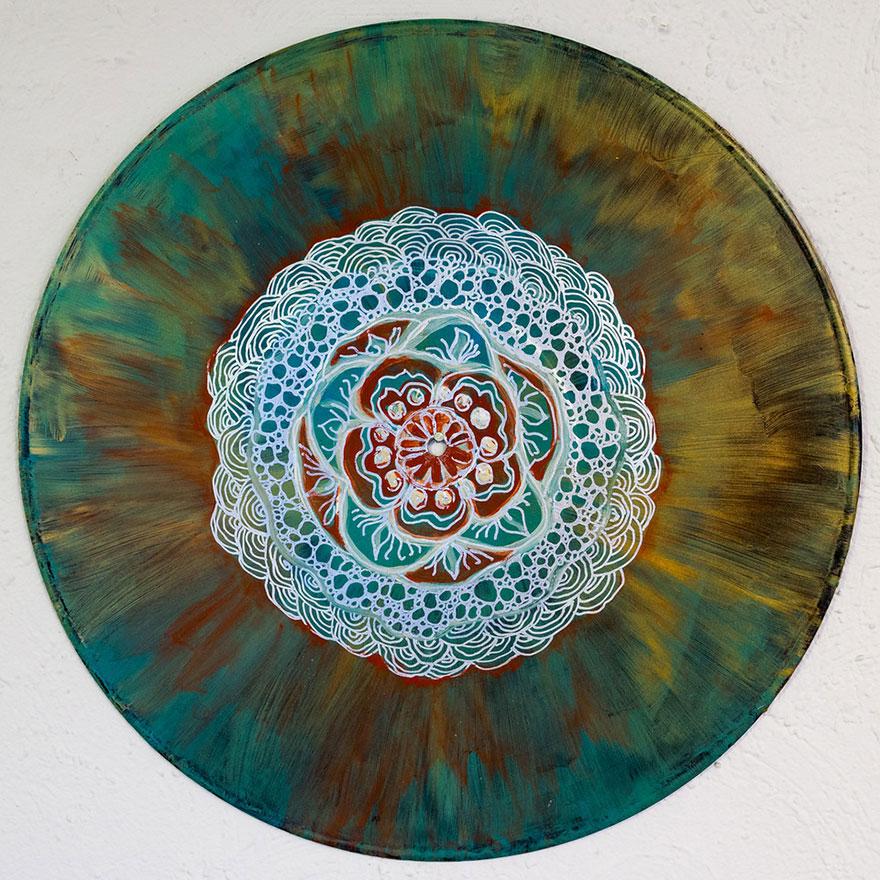 vinyl-record-mandalas-hand-painted-sara-roizen-5