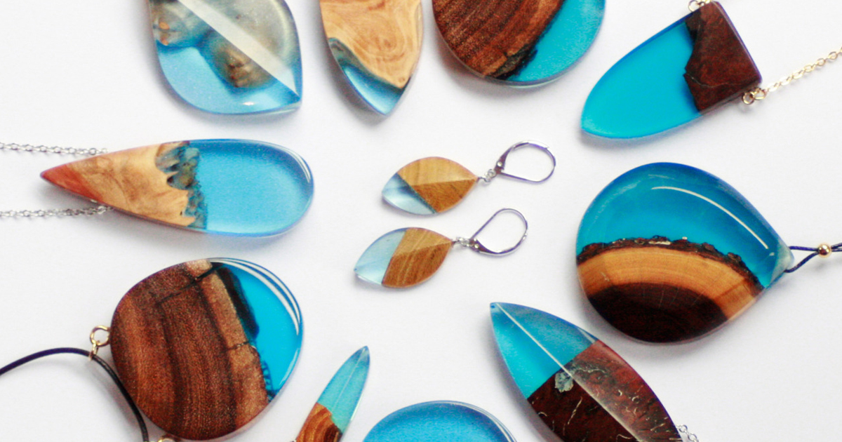 artist turns old wood into unique jewelry by using its natural shape