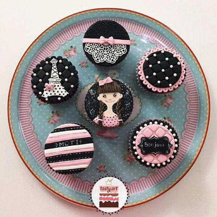 Cupcake With Fondant Designs