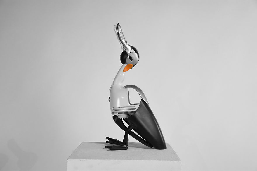 Animaux: I Turn Old, Discarded Electronic Devices Into Animal Sculptures