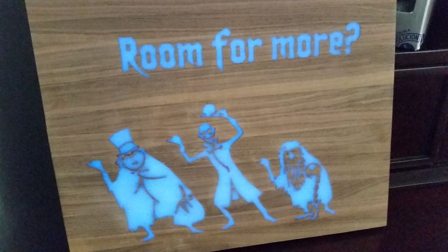 how to make a spooky cutting board that glows in the dark bored panda. Black Bedroom Furniture Sets. Home Design Ideas