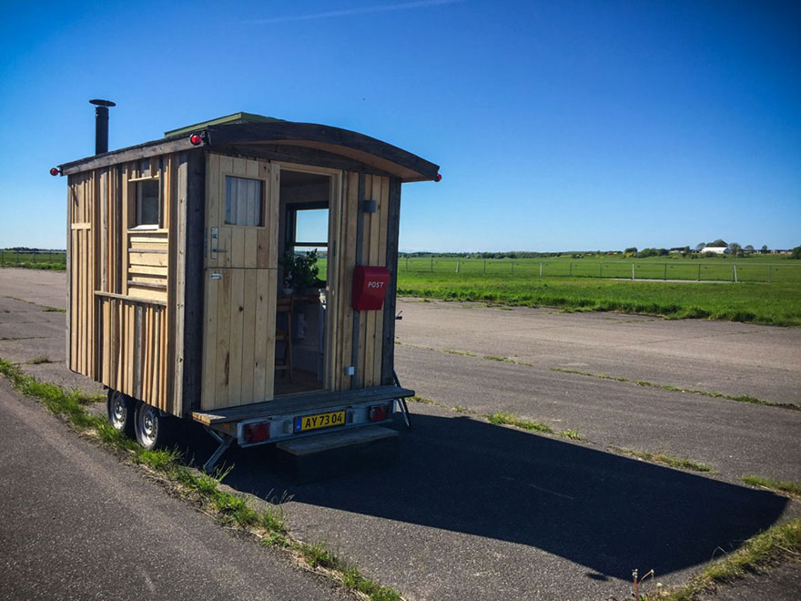 A Tiny Office Is Made For The Artist, Author, Therapist, Professor,  Advertising Expert, Organisation Or Political Party, That Need Individually  Built Mobile ...