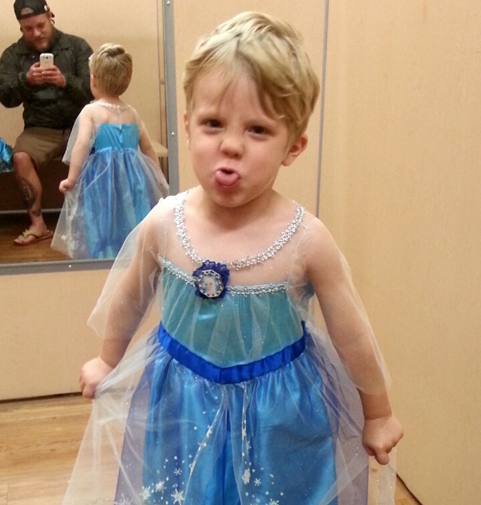 Boy Wanted To Be Elsa For Halloween And His Dad Had The Best Response Possible