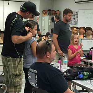 After Becoming A Single Dad, He Learned How To Do His Daughter's Hair And Now Teaches Other Dads